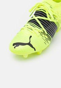 Puma - FUTURE Z 1.1 FG/AG - Fotbollsskor fasta dobbar - yellow aler/black/white - 5