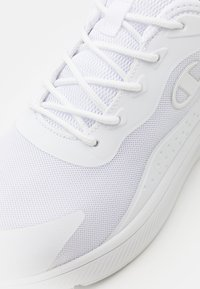 Champion - LOW CUT SHOE BELATRICS - Zapatillas de entrenamiento - white - 5