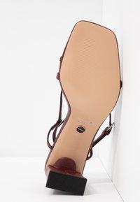 Topshop - NICO HEEL - Sandalias de dedo - burgundy - 6
