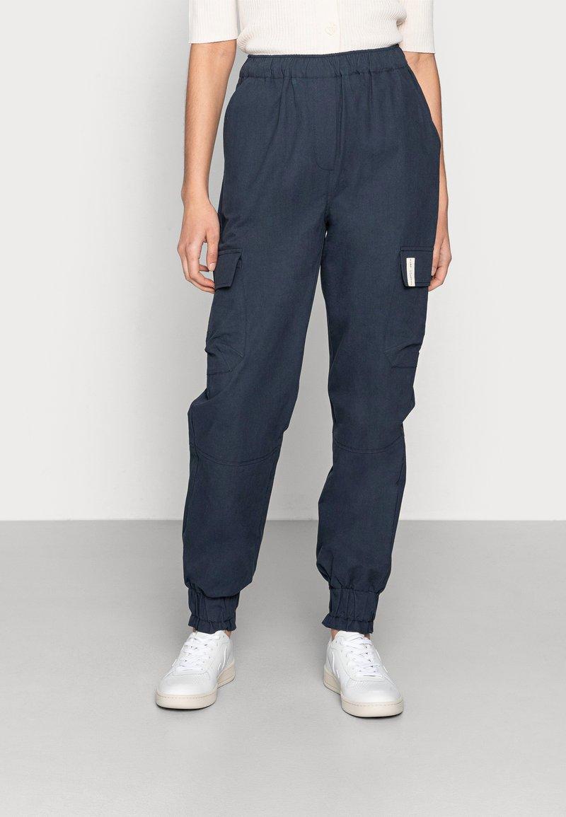 esmé studios - BROOKE CARGO PANTS - Cargo trousers - dark sapphire