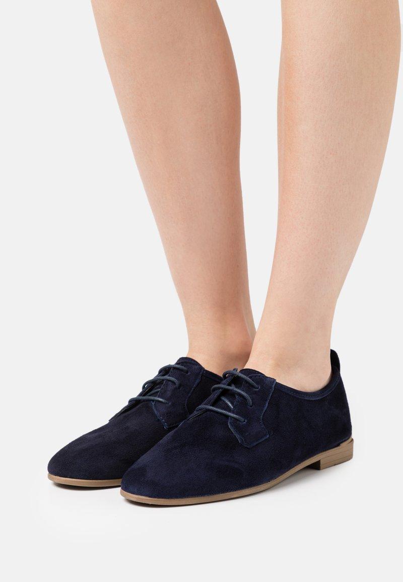 Tamaris - Šněrovací boty - navy
