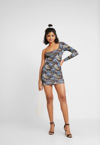 NEW girl ORDER - ORIENTAL PRINT CUT OUT ONE SLEEVE BOYCON DRESS - Pouzdrové šaty - black