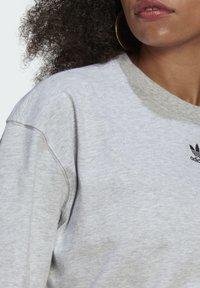 adidas Originals - TEE - Basic T-shirt - light grey heather - 4