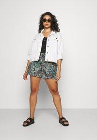 Vero Moda Curve - VMHANNAH  - Shorts - navy blazer - 1