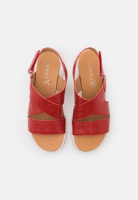 Caprice - WOMS  - Sandály na klínu - red - 5