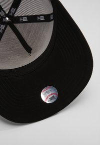 New Era - CLEAN TRUCKER - Czapka z daszkiem - black - 5