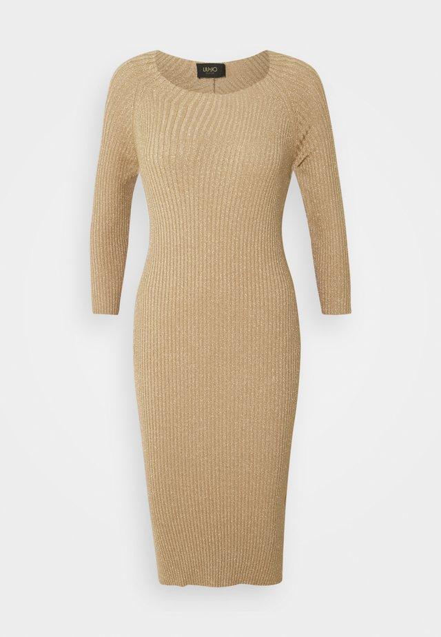ABITO MAGLIA - Pouzdrové šaty - gold lux