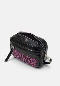 Versace Jeans Couture - BELT BAG - Ledvinka - black - 2