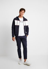 Tommy Hilfiger - CHEST HOODED ZIP THROUGH - Sudadera con cremallera - blue - 1