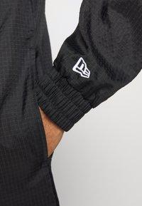 New Era - NFL WINDBREAKER OAKLAND RAIDERS - Klubové oblečení - black - 5