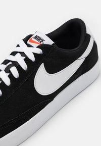 Nike Sportswear - BLAZER UNISEX - Tenisky - black/white - 7