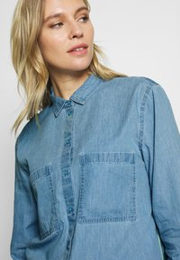 edc by Esprit - EASY BLOUSE - Camisa - blue light wash - 6