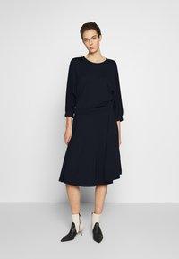 MAX&Co. - DADAISMO - Žerzejové šaty - midnight blue - 0