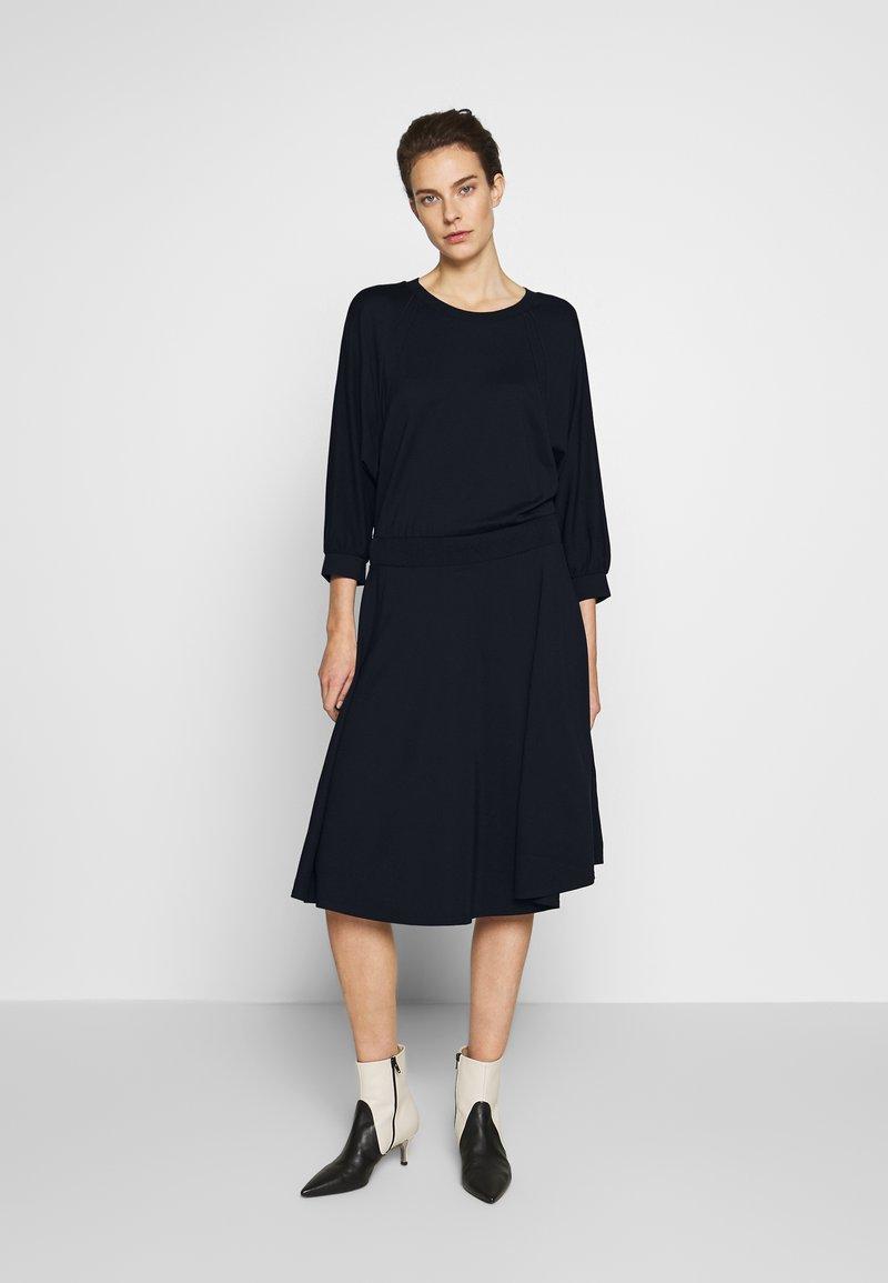 MAX&Co. - DADAISMO - Žerzejové šaty - midnight blue