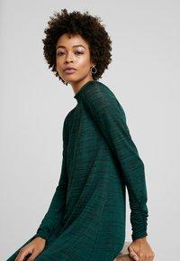 Wallis - SPACE DYE HIGH NECK SWING DRESS - Sukienka z dżerseju - green - 4