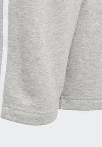 adidas Originals - ADICOLOR - Shorts - medium grey heather/white - 4