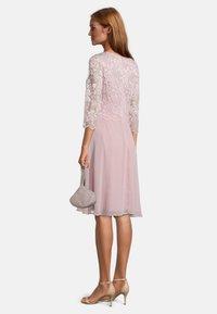 Vera Mont - MIT PERLEN - Handbag - cloud rose - 1