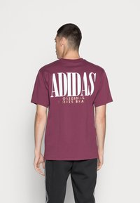 adidas Originals - TREFOIL SCRIPT - T-shirt med print - victory crimson - 2