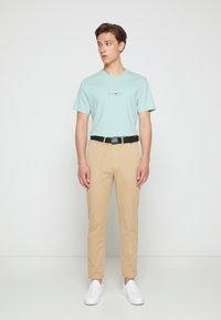 Calvin Klein - SLIM FIT GARMENT DYE BELT - Chinos - grey - 1