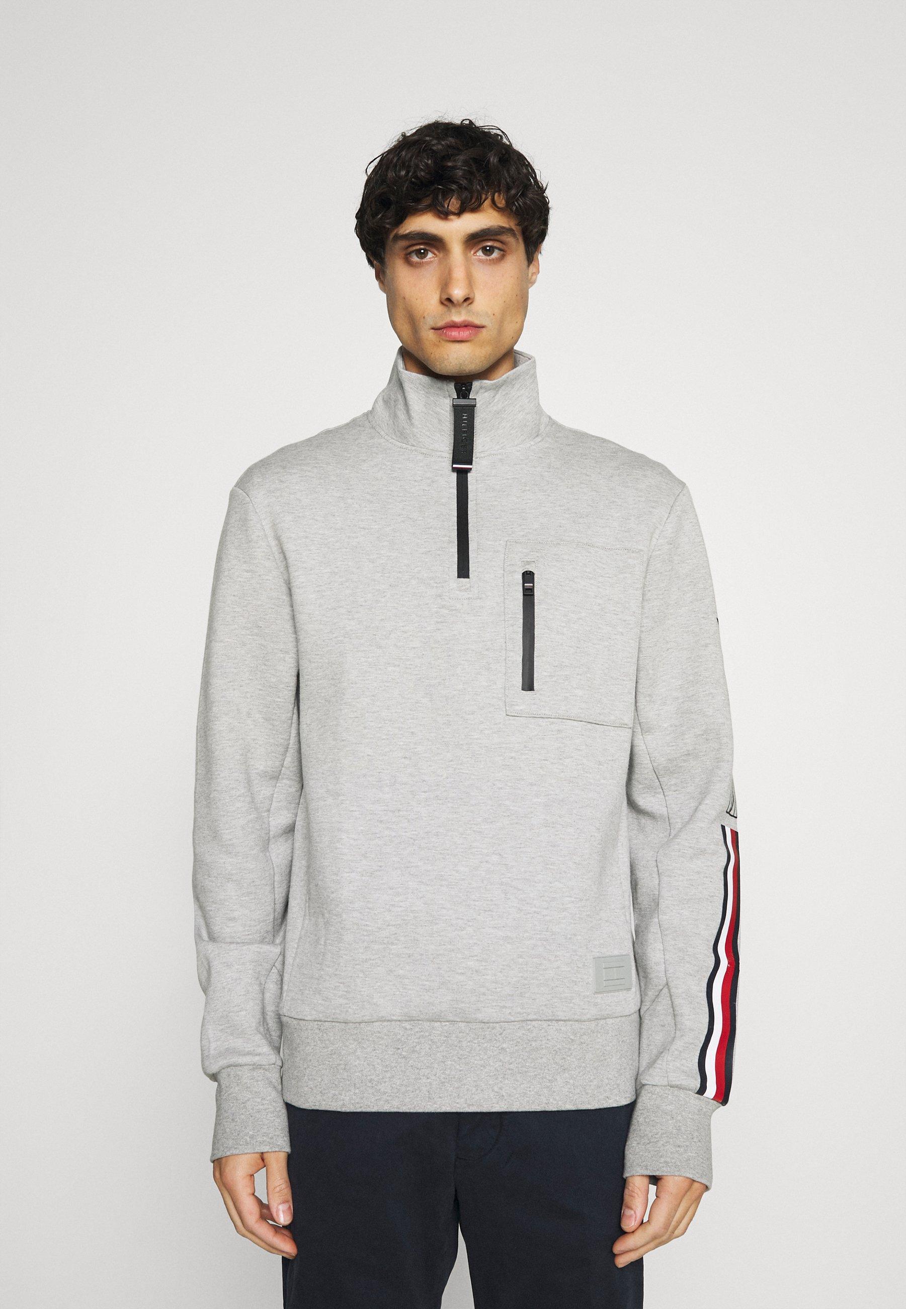 Men SLEEVE LOGO ZIP MOCK NECK - Sweatshirt