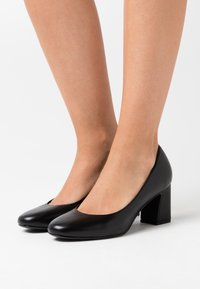 Tamaris - COURT SHOE - Classic heels - black - 0