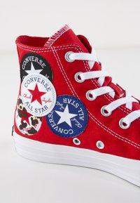 Converse - CHUCK TAYLOR ALL STAR - Sneakers hoog - university red/black/rush blue - 8
