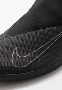 Nike Performance - PHANTOM VISION 2 CLUB DF IC - Halové fotbalové kopačky - black - 5