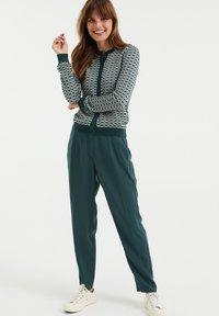 WE Fashion - Neuletakki - green - 1