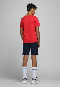 Jack & Jones Junior - Print T-shirt - bittersweet - 2
