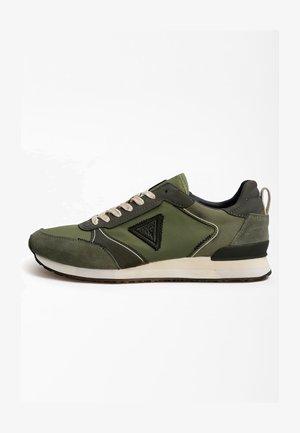 GLORYM LOGODREIECK - Sneakers basse - grün