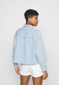 Levi's® - ZOEY PLEAT UTILITY - Overhemdblouse - light-blue denim - 2