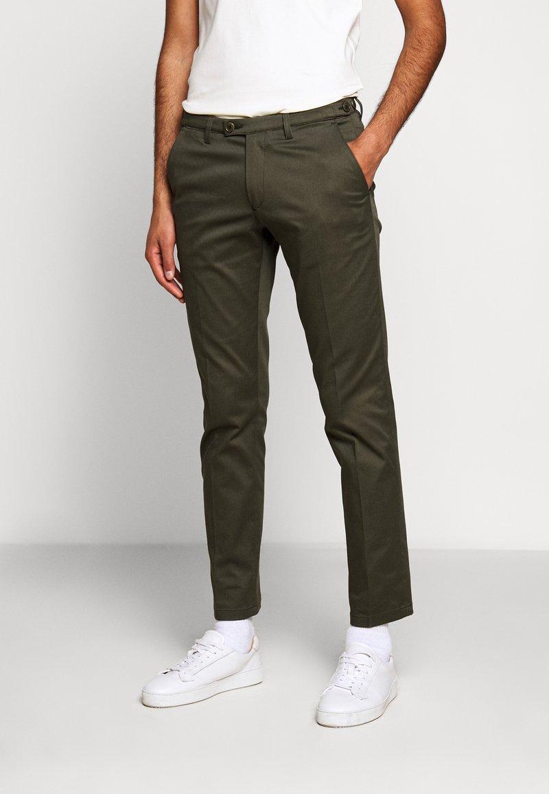 DRYKORN - KILL - Chino kalhoty - grün