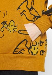 Desigual - SNOOPY HOODY - Sweatjakke /Træningstrøjer - mustrard yellow - 4