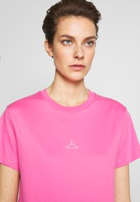 Holzweiler - SUZANA TEE - Basic T-shirt - pink - 3