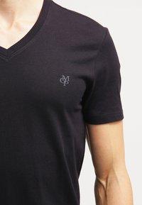 Marc O'Polo - SCOTT SHAPED FIT - Basic T-shirt - black - 4