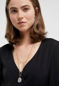 MAX&Co. - ADORARE - Necklace - white// light gold-coloured - 1