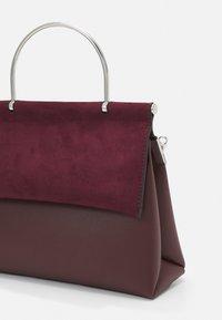 New Look - MATTY NEW MATILDA XBODY - Sac à main - dark burgundy - 3