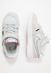 Nike Sportswear - SQUASH-TYPE UNISEX - Sneakers laag - grey fog/black/pink/white - 0