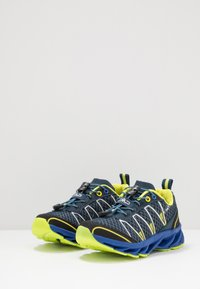CMP - KIDS ALTAK SHOE 2.0 - Hiking shoes - cosmo/limeade - 3