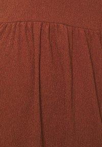 MAMALICIOUS - MLPAULA SHORT DRESS - Žerzejové šaty - burnt russet - 2