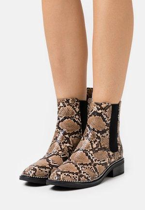 WIDE FIT  - Kotníkové boty - brown