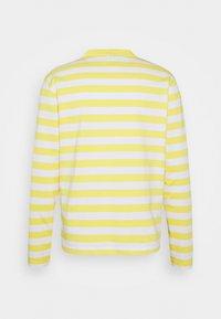 Holzweiler - HANGER STRIPED LONGSLEEVE UNISEX - Long sleeved top - yellow/white - 10