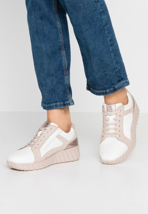 LACE-UP - Sneakers - rose
