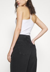NU-IN - HIGH RISE STRAIGHT  - Straight leg jeans - black - 3
