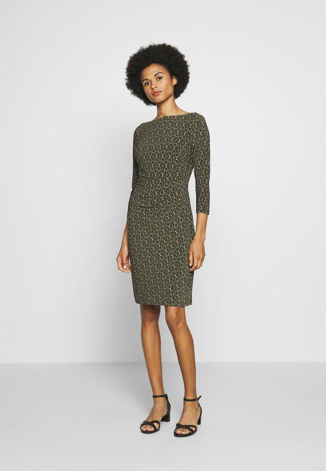 PRINTED MATTE DRESS - Etui-jurk - oliva/gold/multi