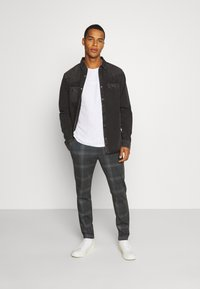 AllSaints - BASSETT SHIRT - Shirt - washed black - 1