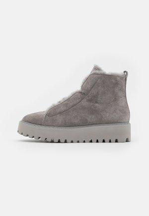 HIKE - Boots à talons - stone/grau