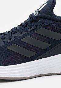 adidas Performance - DURAMO CLASSIC LIGHTMOTION RUNNING SHOES - Juoksukenkä/neutraalit - legend ink/grey six/tech indigo - 5