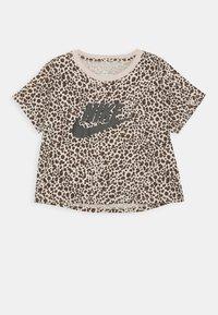 TEE CROP  - Camiseta estampada - fossil stone/black