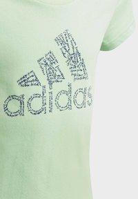 adidas Performance - BADGE OF SPORT T-SHIRT - T-shirt imprimé - green - 3